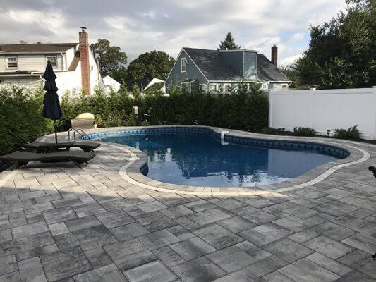 Aline Contemporary in Granite City Blend pool decking
